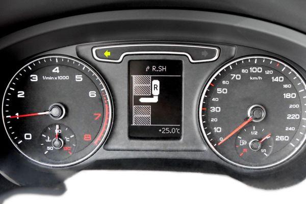Komplett-Set Parklenkassistent PLA mit Umgebungsanzeige für Audi Q3 Frontantrieb