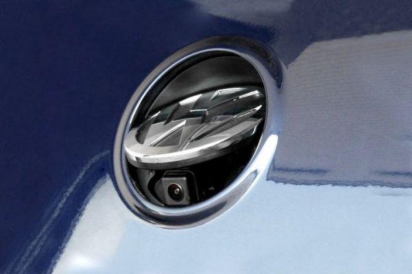 Emblem-Rückfahrkamera für VW Golf 5 Komplett (MFD2 / RNS2) - Ohne Hilfslinien